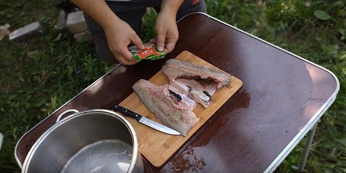 засолка рыбы приправой