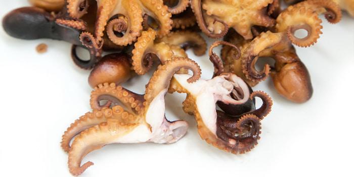 Копченые тушки осьминогов