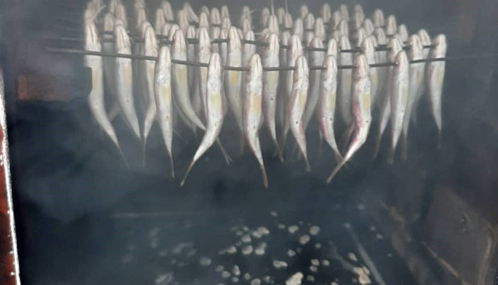 Рыба в коптильне х/к