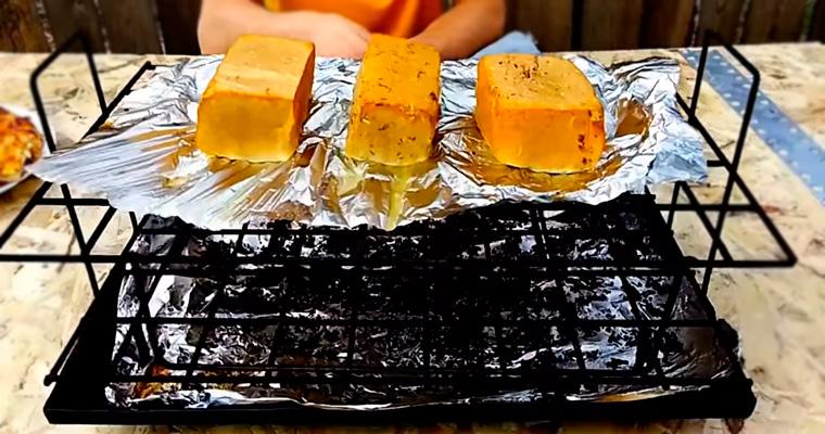 Копченый сыр тофу в коптильне