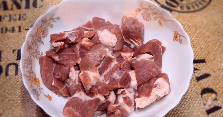 Мясо нарезанное кубиками