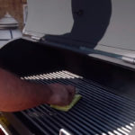 Смазывание решетки подсолнечным маслом