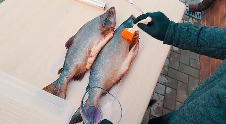 Смазывание рыбы маслом