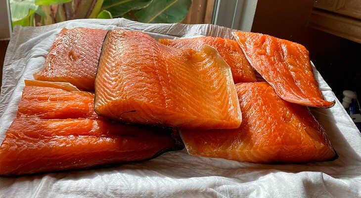 Копченое филе лосося в квартире