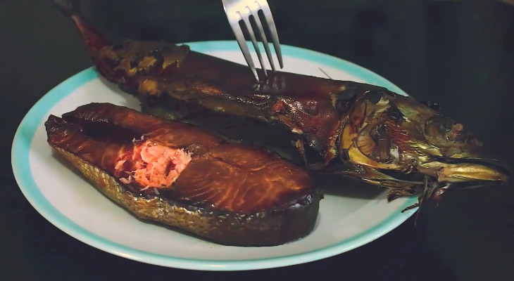 Копченый лосось в казане