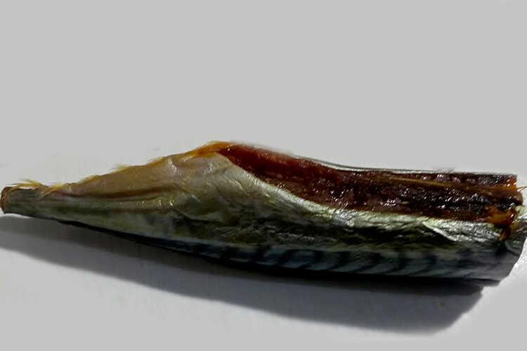 Готовый копченый балык скумбрии
