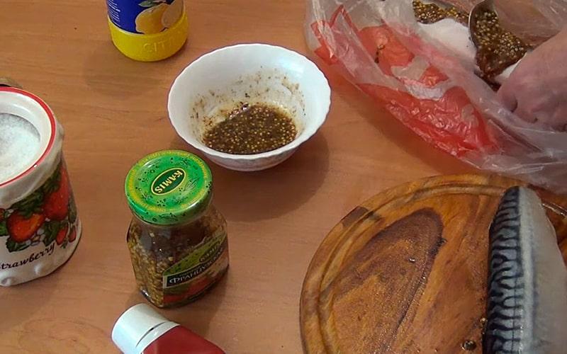 Маринование скумбрии с горчицей и аджикой