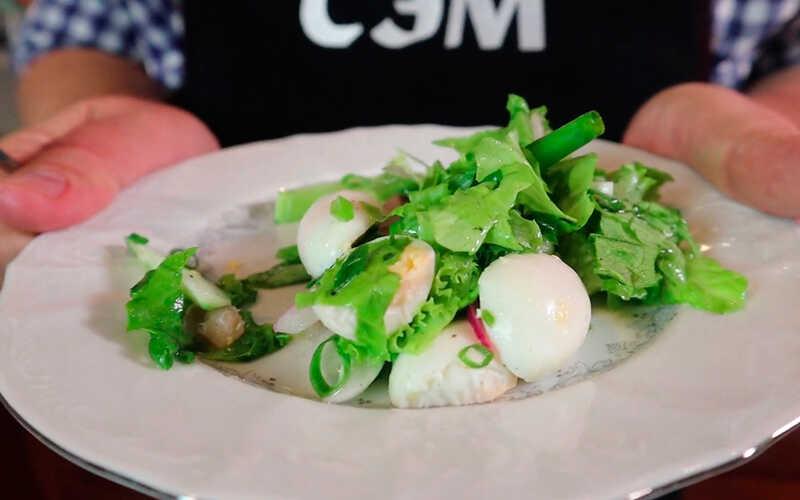 Салат с сельдью со средиземноморской заправкой
