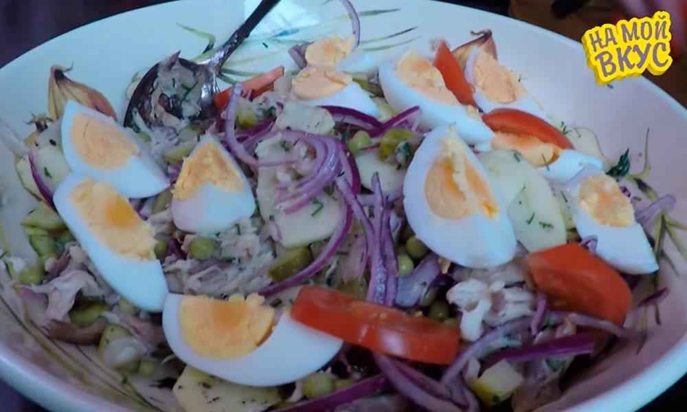 Помидоры добавляют в салат