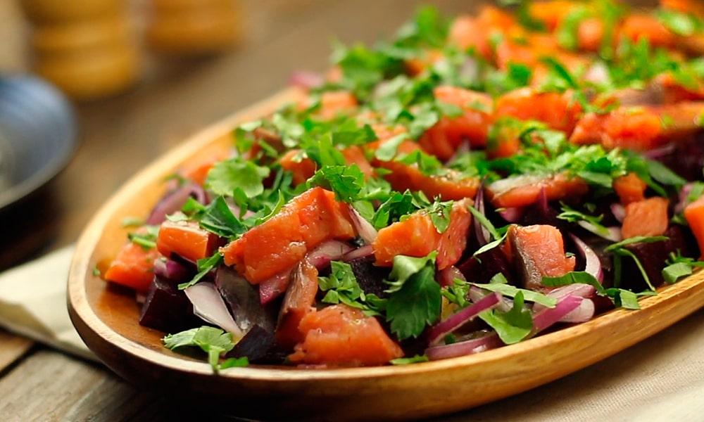 Салат со свеклой «Яркий»