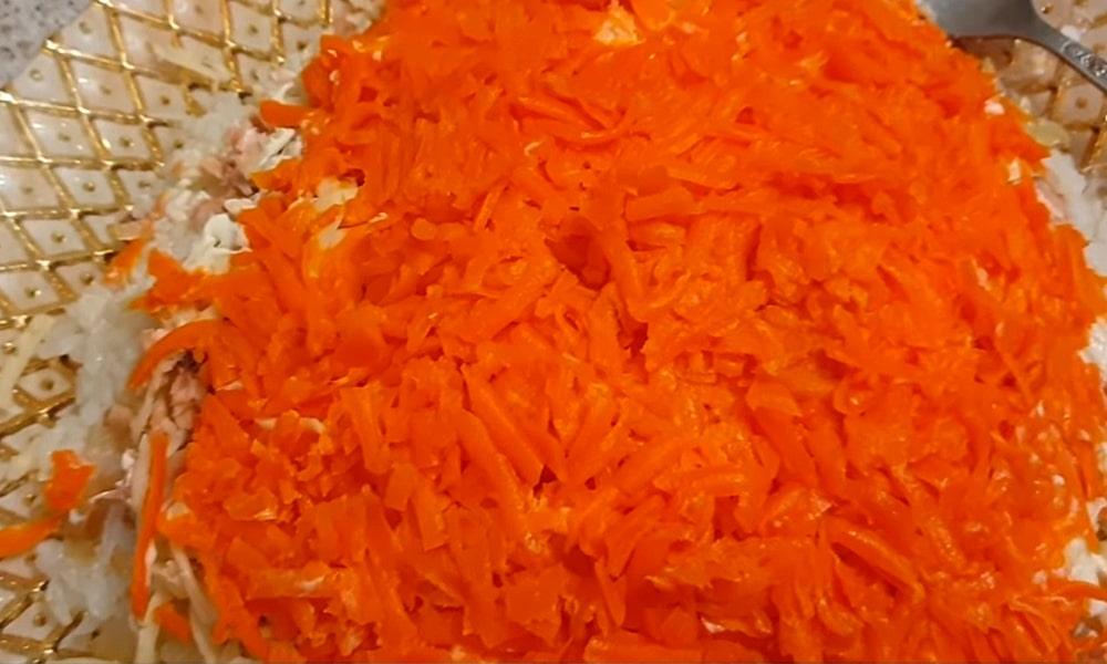 Слой нарезанной отварной моркови